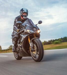 Motorräder und Motorroller auf der Autobahn erlaubt